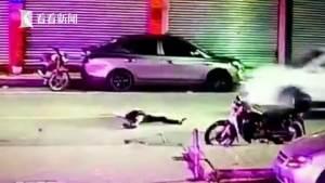 实拍:男子醉倒路中央 惨被轿车疾速碾压身亡