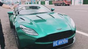 绿色的阿斯顿马丁DB11告诉你什么是跑车的美