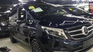 奔驰V级V260黑色总裁版改装6座商务车