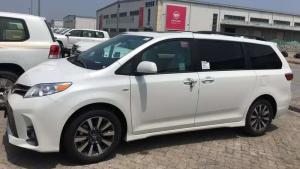 18款丰田普瑞维亚2.4低配无窗裸车报价