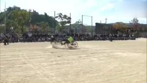 专业替身为日本中小学生展示自行车交通安全事故现场
