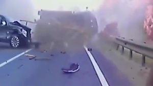 死神来袭,SUV正常行驶也被撞