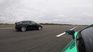 兰博基尼Aventador vs 特斯拉Model X