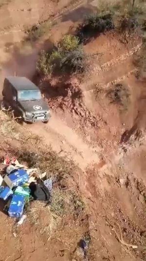 越野不是敢踩油门就行的,这样开车完全是作死