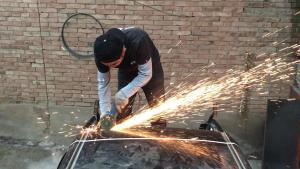 学习改装打造火箭车用铁皮变魔术