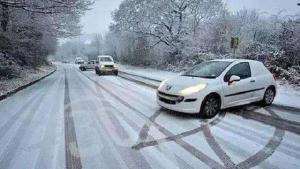 急转!冬季冰雪天驾车技巧,四个技巧缺一不可!