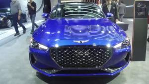 2018款现代捷恩斯G70蓝色版实拍