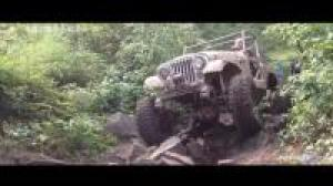 老先生驾驶古董级Jeep牧马人, 穿越丛林越野!