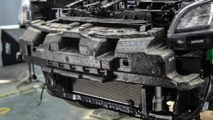 韩国车内部用料品质如何?起亚KX Cross防撞梁拆解