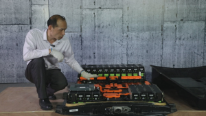 江淮iEV7S、北汽EX360对比拆解,小电池里大有乾坤
