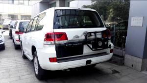 2018款丰田兰德酷路泽4000 双油双备中东版最新报价。