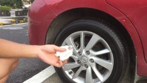 【五号60秒】喷过泡沫清洗剂的轮胎真的干净了吗?