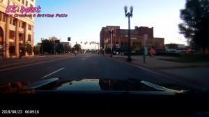 有个女司机开车 发生车祸吓到了自己