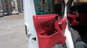 改个车:带你看看福特全顺改装的骚红色内饰!从里到外傲慢得很呀