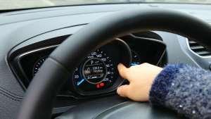 10万级轿车福睿斯,液晶仪表显示细腻,还有胎压监
