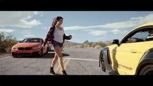 福特野马vs宝马M4,看小姐姐怎么选择