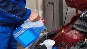 为什么老司机要在车内放两桶水?原来好处多