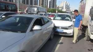 出车祸后第一件事不是报警也不是报保险,别做错了
