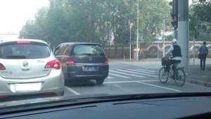车子在右转车道直接直行算违章吗?里面猫腻太多