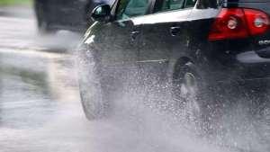 戳破谣言四:下雨天不能开电动车