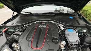 RS6的心脏,这台4.0T V8双涡轮增压发动机