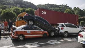 上汽大众途岳高速公路突然刹车失灵