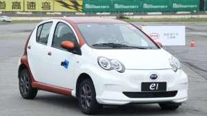 6万的纯电小SUV也敢跑赛道 看车手怎么把它开出