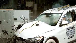 宝马X1对比大众途观碰撞测试,看完就知道怎么选!