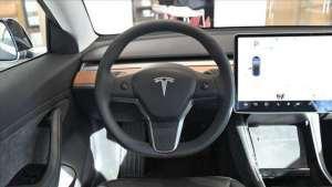 特斯拉推全新方向盘,取消换挡杆改触摸控制,网友:实在太炫酷