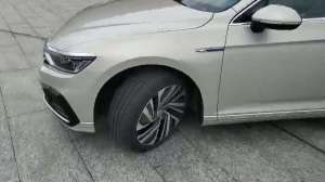 抢鲜看:新迈腾GTE轮圈设计,扁平化降低滚动时阻力,造型锋利