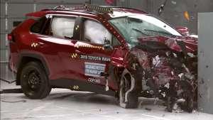 丰田RAV4与三菱欧蓝德参加碰撞测试,安全性你会选哪个?