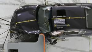2012款英菲尼迪G IIHS 25%正面重叠碰撞