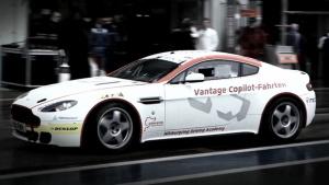 阿斯顿马丁 V8 Vantage 赛场王者风范