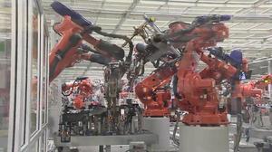 机器人堪比铜人阵 哈弗H7世界级工厂