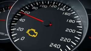 發動機故障燈亮,除了油耗高點其它沒異常,需要維修嗎?