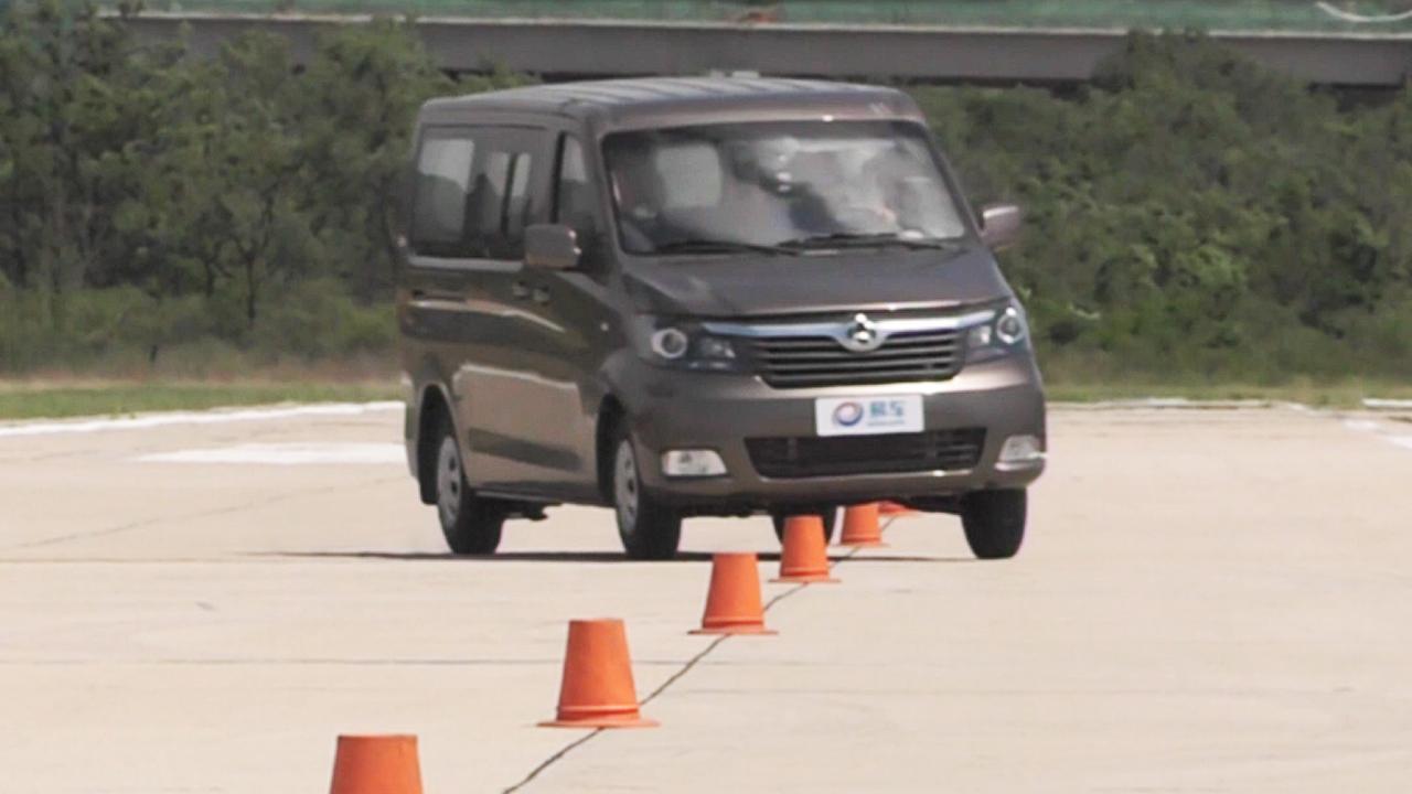 长安睿行M70轻型客车 18米绕桩测试
